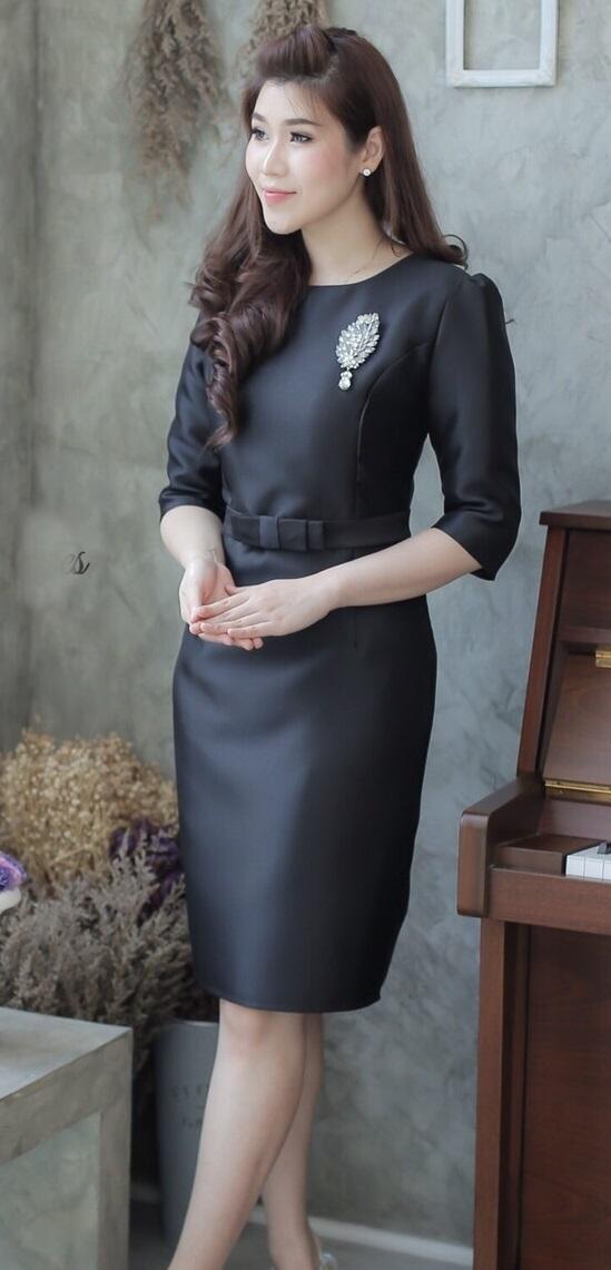 รูปภาพที่1 ของสินค้า : (Size 2XL   )แฟชั่นชุดสีดำสวยๆ ชุดเดรสสีดำ ชุดแซกสีดำ ชุดทำงานสีดำ ผ้าไหมแขนสามส่วน